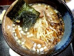 藤沢のめじろを継ぐ麺やこじろのしょう油煮干しラーメン