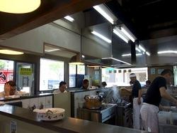 石川のクリーミー豚骨ラーメン「だし屋」の店内