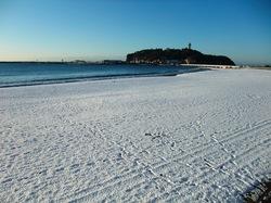 雪の江ノ島片瀬東浜海岸