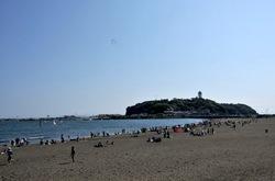 ゴールデンウイークの湘南江ノ島片瀬東浜