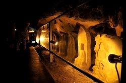 江ノ島のパワースポット江の島岩屋洞窟の石造物