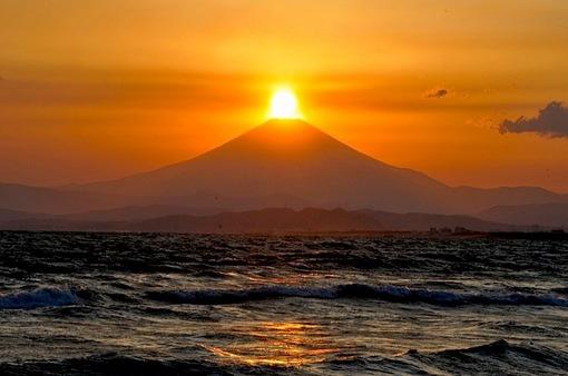 湘南@江ノ島片瀬西浜からのダイヤモンド富士2014