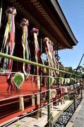 鎌倉鶴岡八幡宮の七夕祭りの舞殿と梶葉色紙