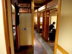 鎌倉のそば懐石峰本の店内