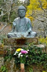 北鎌倉東慶寺の金仏と紅葉