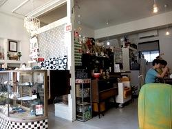 亀井野商店街にあるレトロカフェカメイノ食堂