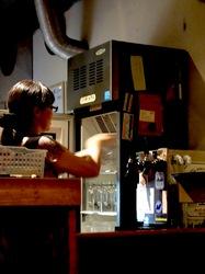 藤沢善行のホルモン焼き元気屋のグラス用冷蔵庫