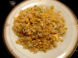 藤沢市善行の焼き肉松の実の玉子チャーハン