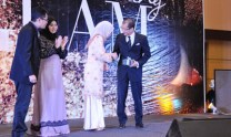 Jal Othman receiving a token of appreciation on behalf of the Firm from the Dean of the Law School, Datin Paduka Saudah Sulaiman.