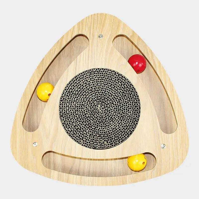 Katzenkratzer Geo von Happy Pet mit 3 bespielbaren Ballschienen und kreisförmiger Kratzpappe in der Mitte