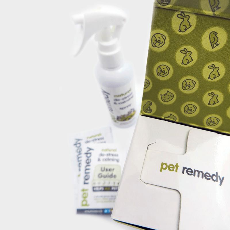 Detailaufnahme Beruhigungsspray Pet Remedy 200 ml mit Spray und Bedienungsanleitung