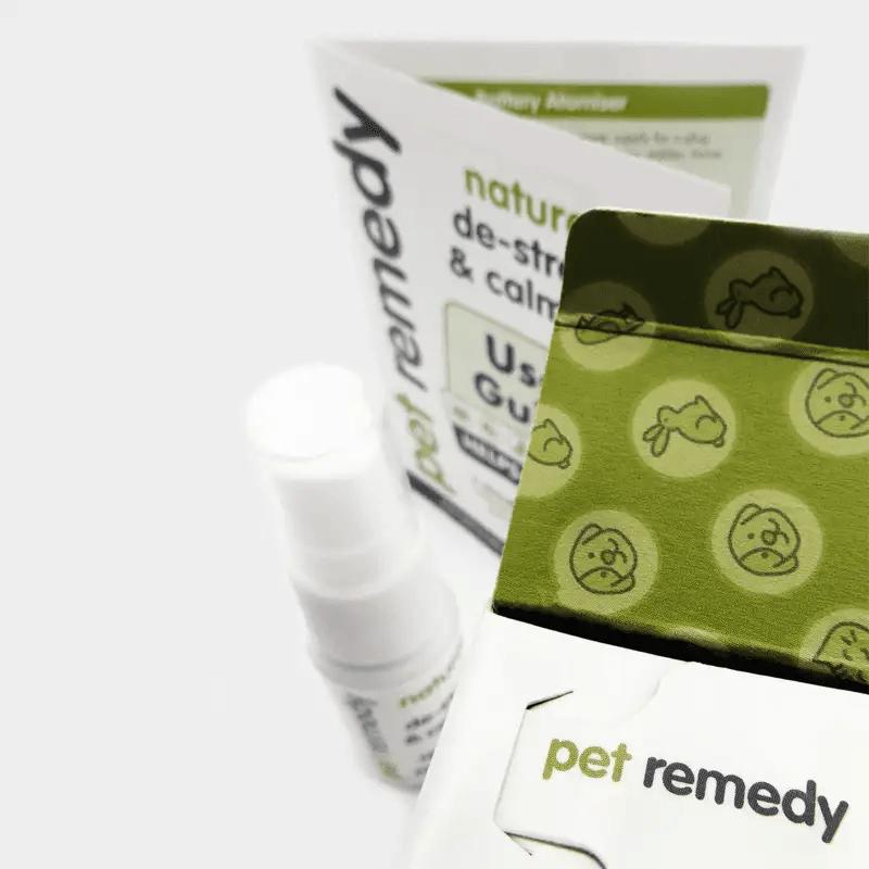 Detailaufnahme Beruhigungsspray Pet Remedy 15 ml mit Spray und Bedienungsanleitung