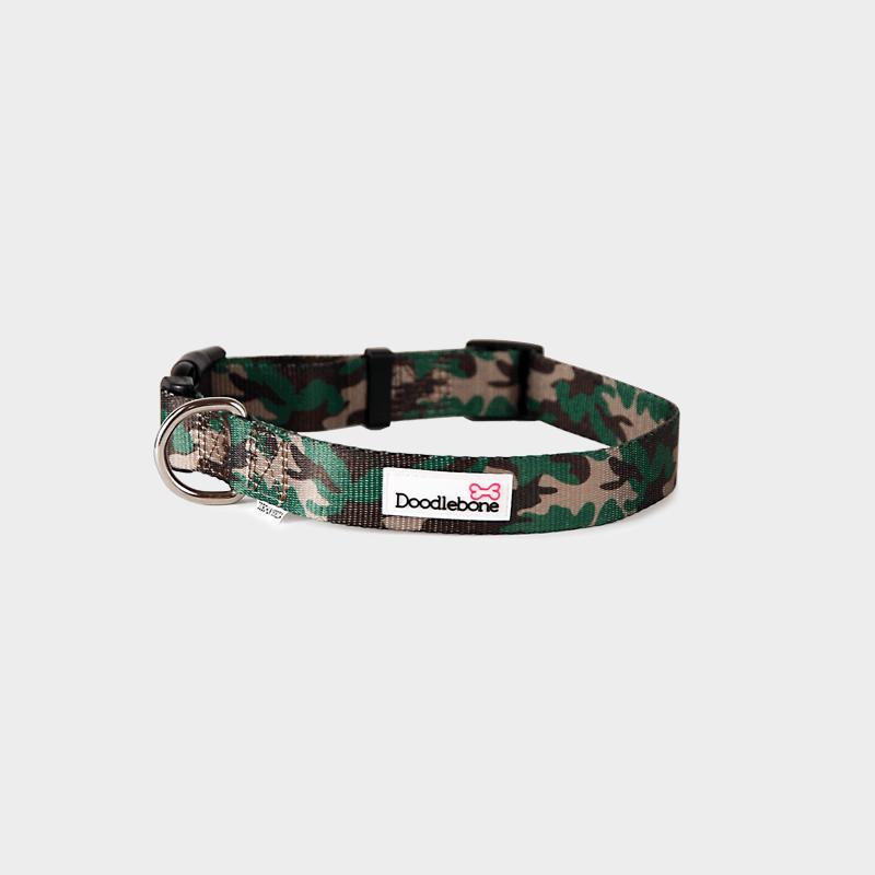 Gemustertes Camouflage Bold Halsband von Doodlebone®