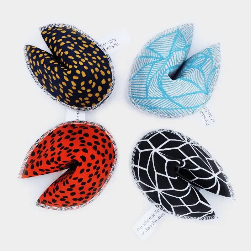 Vogelperspektive Glückskekse von 4cats in verschiedenen Farben und Motiven
