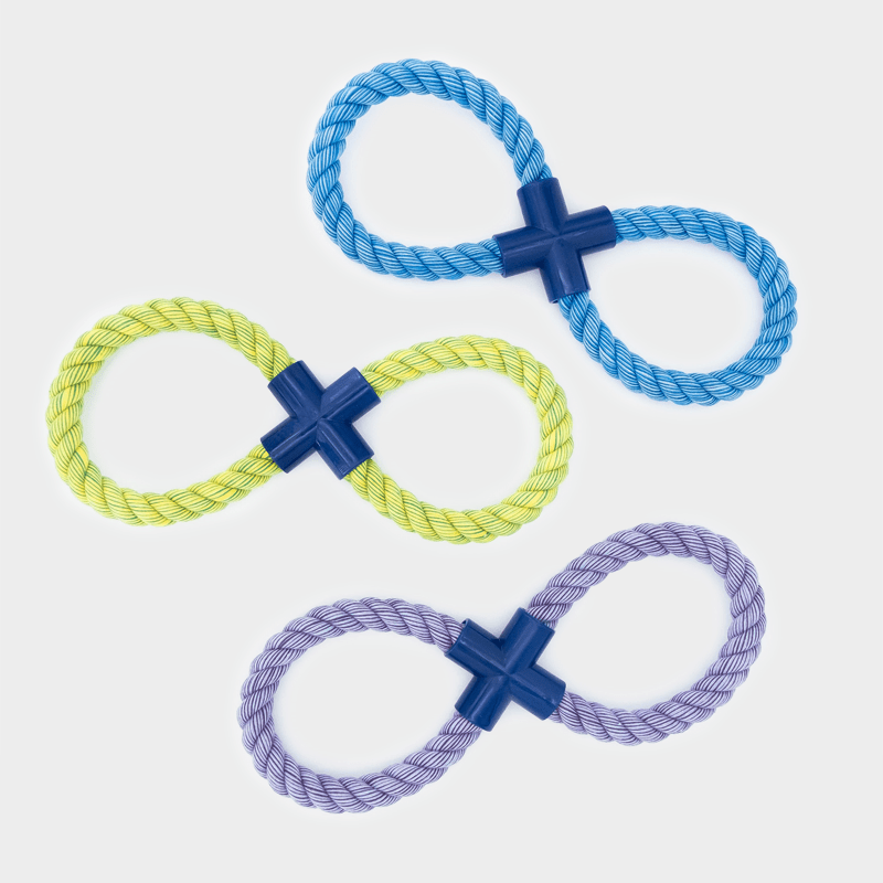 Drie kleuren van de Nuts for Knots Figure 8 van Happy Pet in een set van 3