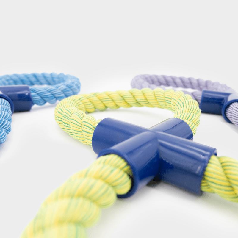 Detailaufnahme drei Farben der Nuts for Knots Figur 8 von Happy Pet im 3er Set