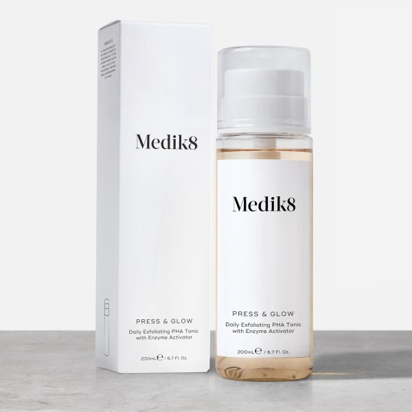 Medik8 Press & Glow ενυδατική λοσιόν απολέπιση καλλυντικά