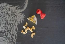 Brett mit Hirschmotiv für Käse aus Schiefer The Just Slate Company
