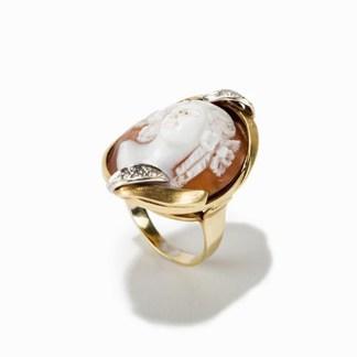 Goldring mit Muschelkamee und Diamanten