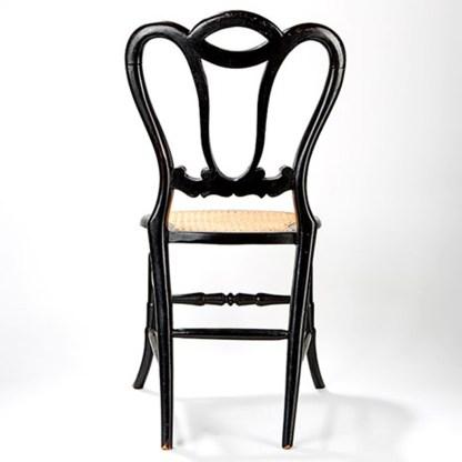 Eleganter Stuhl mit Intarsien