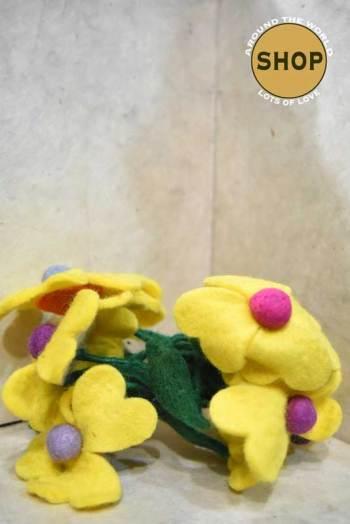Handgemaakt vilt liaan gele bloemen 5334. Decoratie, bloemen.