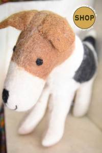 Handgemaakt vilt Engelse Foxhound. Speelgoed, dieren.