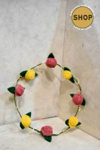 Handgemaakt vilt Bloemenkrans 5360. Speelgoed, bloemen.