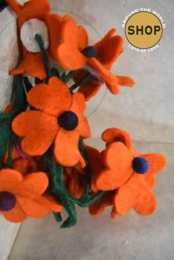 Handgemaakt vilt liaan oranje bloemen 5338. Decoratie, bloemen.