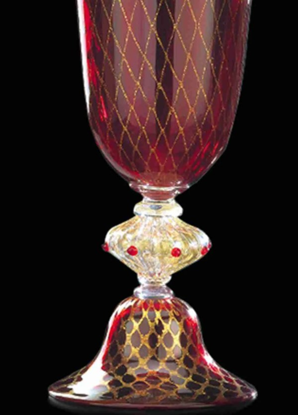 """Classic vase made of Murano glass, the effect given by 24K gold is in the shape of a """"retinato"""" network. Glass blown by our masters."""