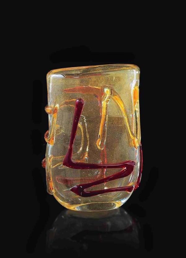 Murano glass vase all 24K gold. Whose classic and elegant style is enriched by a series of colored sketches in Murano glass.