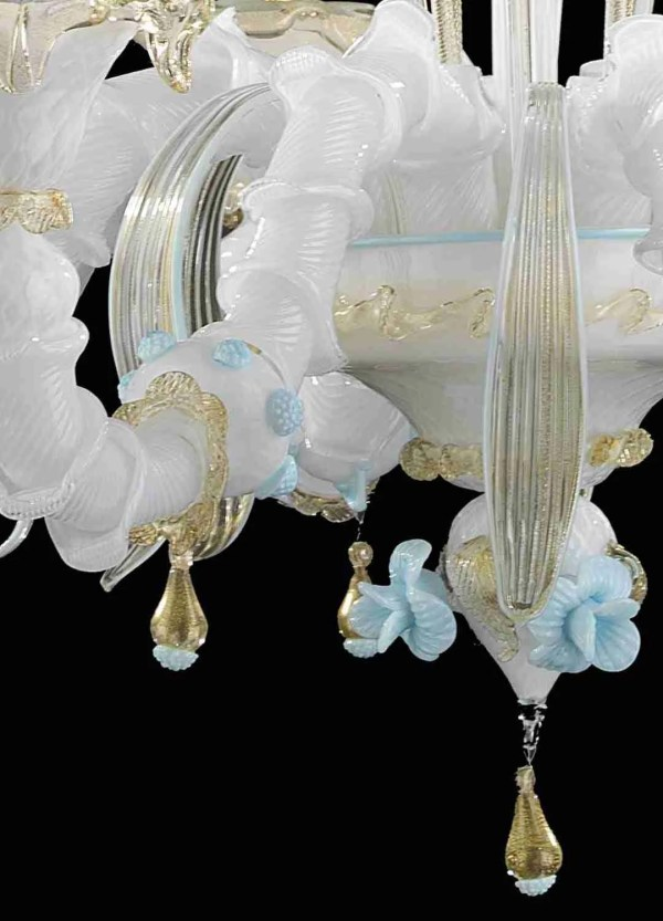 White Rezzonico chandelier with 24k gold decorations and blue details handmade by Murano glass masters. Ver. 6, 8, 12 lights.