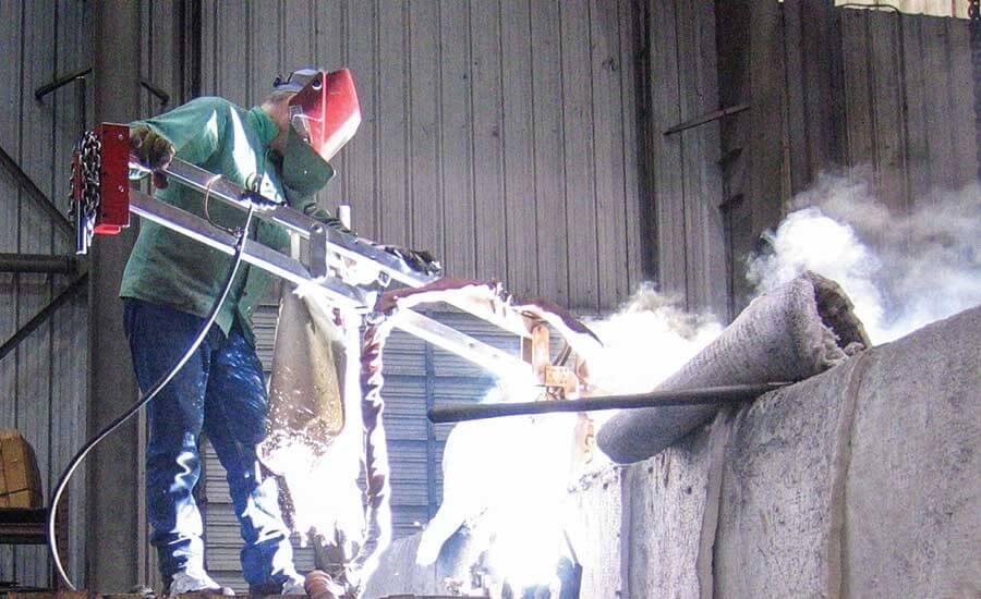 Weld Mold ARM, большой электрод и процедуры используются для ремонта сломанного основания молотка.