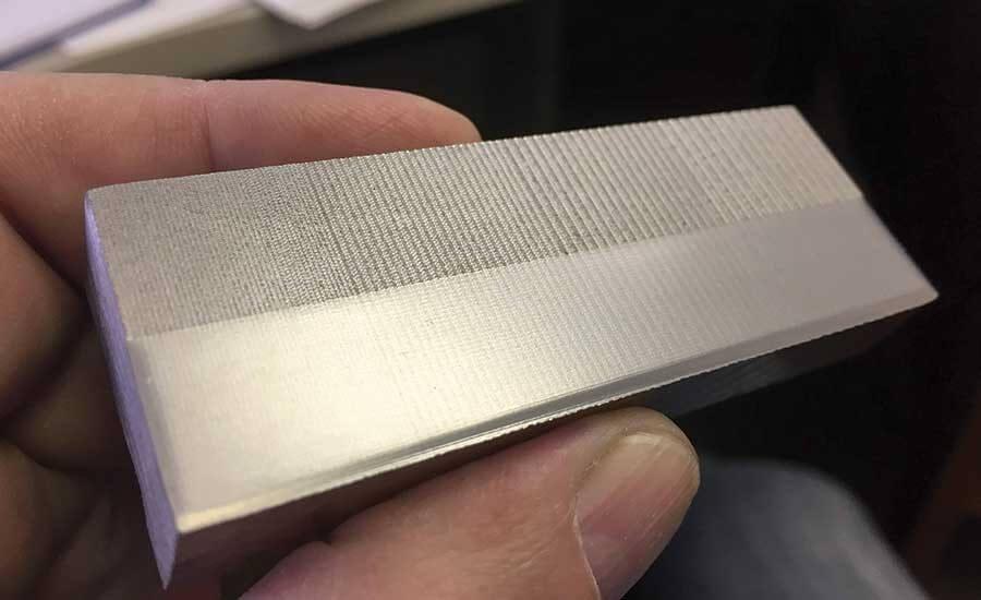 Рисунок 3. Измельченный образец образца (обратите внимание на переход между фрезерованной поверхностью и готовой поверхностью)