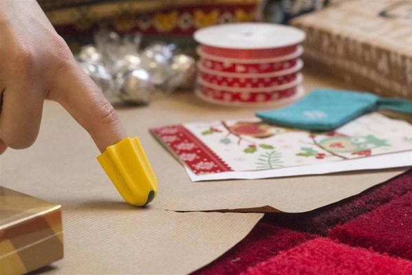 Nimble one-finger cutter cutting paper