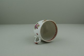 Lowestoft Porcelain Curtis Dark purple Flowers within a Border Pattern Coffee cup, C1775-85. 9