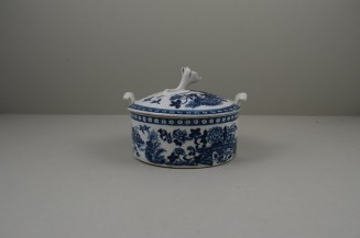 Worcester Porcelain Fence Pattern Butter Tub , Cover and Stand, C1765-80 (6)