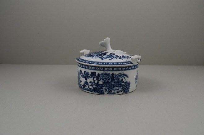 Worcester Porcelain Fence Pattern Butter Tub , Cover and Stand, C1765-80 (9)