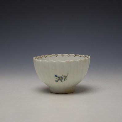 Lowestoft fluted floral teabowl and saucer c1785-90 (5)