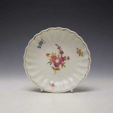 Lowestoft fluted floral teabowl and saucer c1785-90 (8)