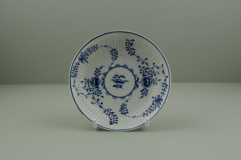 Lowestoft Porcelain Immortelle Pattern Small Size Teabowl and Saucer, C1775-80. 10