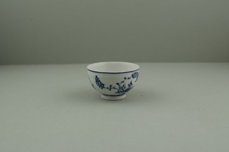 Lowestoft Porcelain Immortelle Pattern Small Size Teabowl and Saucer, C1775-80. 3