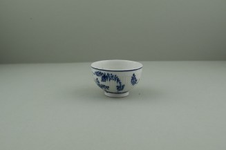 Lowestoft Porcelain Immortelle Pattern Small Size Teabowl and Saucer, C1775-80. 4