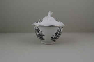 Worcester First Period L'Amour Pattern Sucrier and Cover, C1765-85 (6)