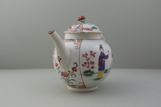 Worcester Mandarin Table for Tea Pattern Teapot and Cover. 2