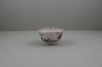Lowestoft Porcelain Mandarin vase and Purple Curtains Pattern Teabowl and Saucer, C1780-85 (3)