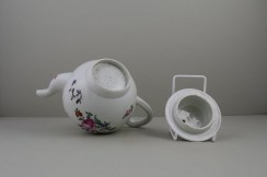 Liverpool Philip Christian's Porcelain Flower Pattern Teapot and Cover, C1760-65 (10)