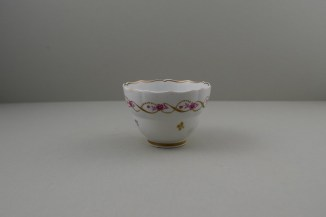 Lowestoft Porcelain Pink Flowers Within Gold Pattern Fluted Teabowl and Saucer, C1790-1800. 7