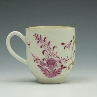 Worcester First Period Puce Floral Pattern Trio c1765-75 (4)