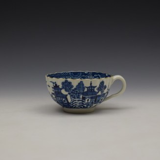 Worcester The Caughley Temple Pattern Teacup and Saucer c1780-90 (2)