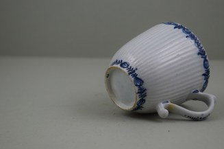 Lowestoft Porcelain Early Ribbed Flower Flower Band Border Pattern Coffee Cup, C1760-65 (8)